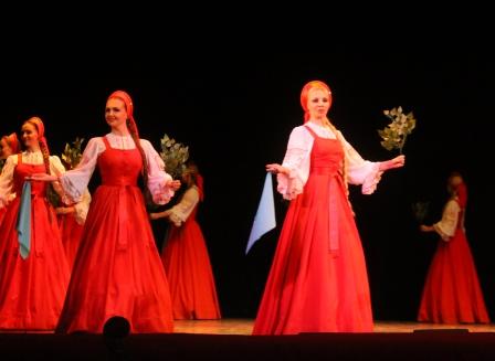 """Студенты и школьники приняли участие в концерте легендарного ансамбля """"Берёзка"""""""