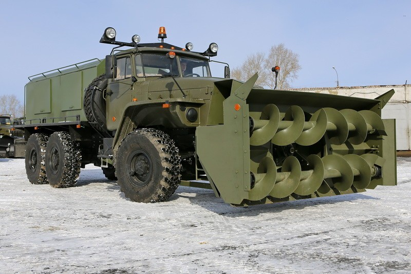 Военная тяжелая техника из Самары в экстренном порядке перебрасывается в Саратов.